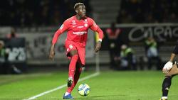 Junior Sambia (l.) vom Ex-Meister HSC Montpellier