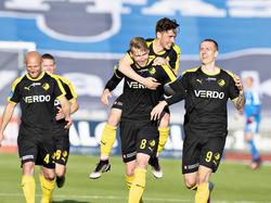 Simon Piesinger (8) wird für seinen Treffer in Århus bejubelt