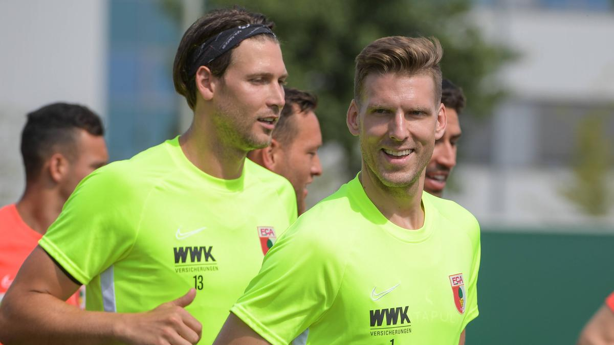 Der FC Augsburg geht ohne Fabian Giefer (l.) und Andreas Luthe in die neue Saison