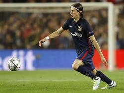 Filipe Luís heeft balbezit tijdens het Champions League-duel Atlético Madrid - FC Barcelona (05-04-2016).