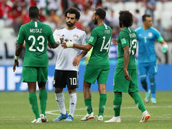 Mohamed Salah (2.v.l.) verliert mit Ägypten auch das dritte WM-Spiel
