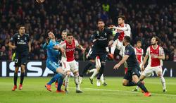 Ramos ve como el balón se cuela en su meta. El gol fue anulado. (Foto: Getty)