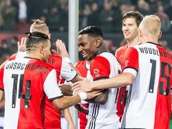 Eljero Elia (m.) zoekt contact met Bilal Başaçıkoğlu (l.) nadat eerstgenoemde de openingstreffer maakt in de bekerwedstrijd Feyenoord - Excelsior. (26-10-2016)