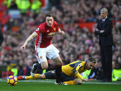 Phil Jones en un encuentro ante el Arsenal. (Foto: Getty)