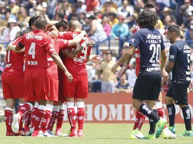 Los hombres de Toluca (izq.) celebran el tanto ante Pumas. (Foto: Imago)