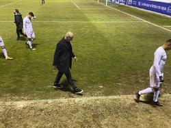 Zidane abandona cabizbajo el campo del Alcoyano.