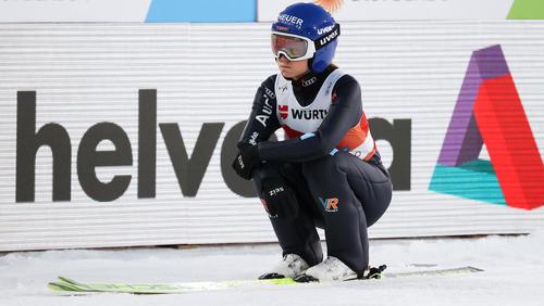 Das Knie bereitet Olympiasiegerin Carina Vogt weiterhin Probleme