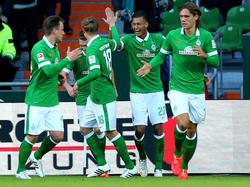 Davie Selke marcó el primer tanto del Werder y lo celebra con sus compañeros. (Foto: Getty)