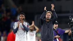 Jürgen Klopp (r.) freut sich über den zweiten Dreier der Saison
