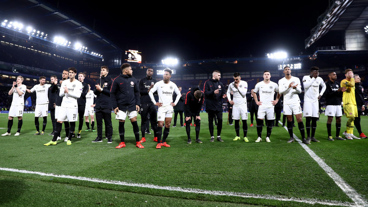 Eintracht Frankfurt versteigert die Trikots seiner Europapokalhelden