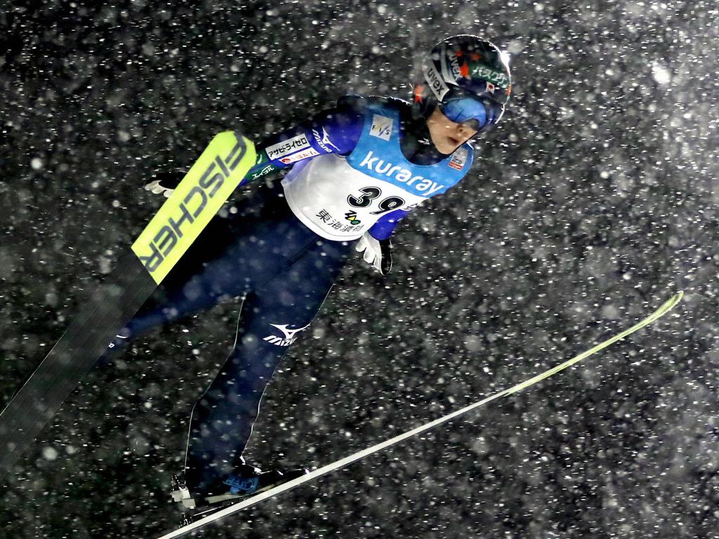 Yuki Ito springt in Zao zum Sieg