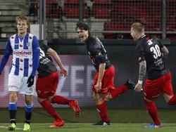 Excelsior heeft een onverwacht makkelijke avond tegen sc Heerenveen. Vlak voor rust mag Jurgen Mattheij de 2-0 maken. (11-03-2017)