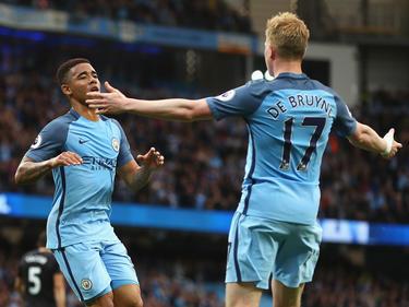 Gabriel Jesús y De Bruyne celebrando un gol (Foto: Getty)