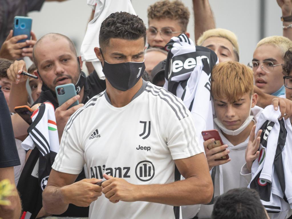 Ronaldo fue aclamado a su llegada.