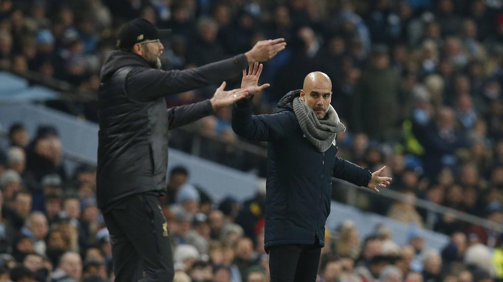 Pep Guardiola (r.) richtet eine Kampfansage an Jürgen Klopp und den FC Liverpool
