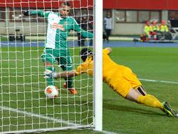 Boyd drückt den Ball über die Linie