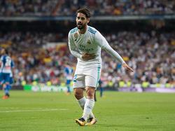 Isco hace una reverencia al Bernabéu para celebrar su primer tanto. (Foto: Getty)