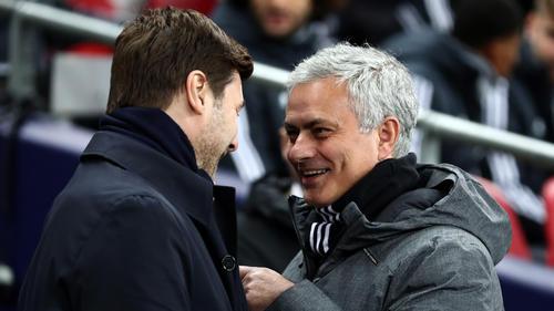 José Mourinho (r.) könnte bei Tottenham Hotspur Nachfolger von Mauricio Pochettino (l.) werden