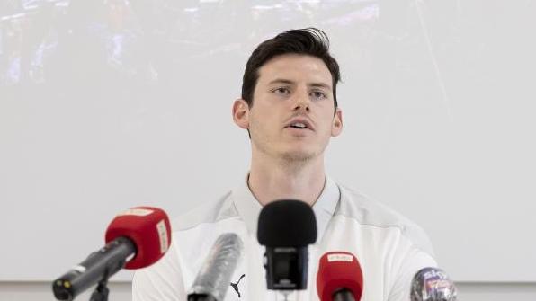 Arbeitet an seinem Comeback bei den Füchsen: Simon Ernst bei einer Pressekonferenz zum Trainingsauftakt des Handball-Bundesligisten