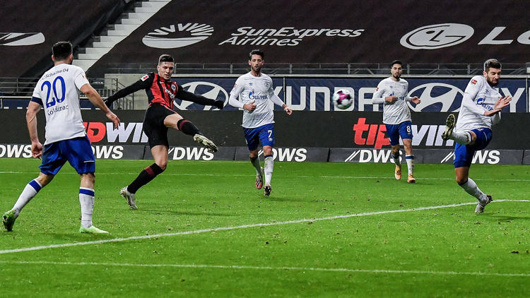 FC Schalke 04 unterliegt bei Eintracht Frankfurt