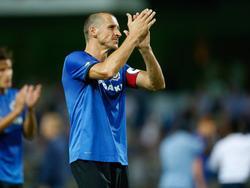 Timmy Simons bedankt het publiek na afloop van het competitieduel Waasland Beveren - Club Brugge (09-09-2016).