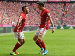 Bayern-Angreifer Lewandowski (r.) traf gleich drei Mal
