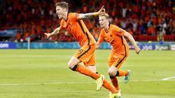 Wout Weghorst (l.) traf zum zwischenzeitlichen 2:0 für die Niederlande