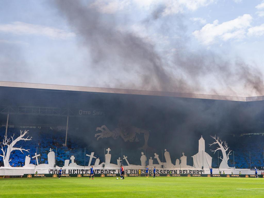 Pyrotechnik sorgte für den Abbruch des Aufstiegsspiels in Mannheim