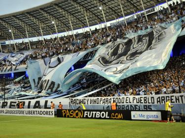 Hinchada del Racing Club en el estadio Presidente Perón. (Foto: Imago)