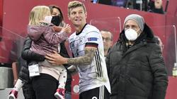 Durfte sich nach dem 3:3 gegen die Schweiz für sein 100. A-Länderspiel feiern lassen: Toni Kroos