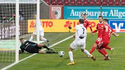 Florian Niederlechner erzielte beide Treffer für den FCA