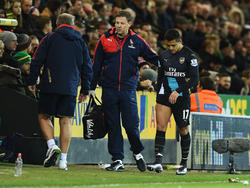 El chileno Alexis Sánchez abandonó el campo lesionado ante el Norwich City. (Foto: Getty)