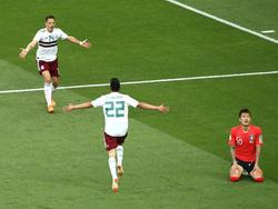 Chicharito (l.) bejubelt das 2:0 für Mexiko