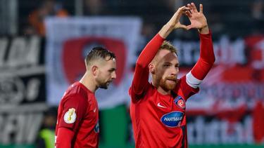 Marc Schnatterer (re.) und der 1. FC Heidenheim stehen im Pokal-Achtelfinale