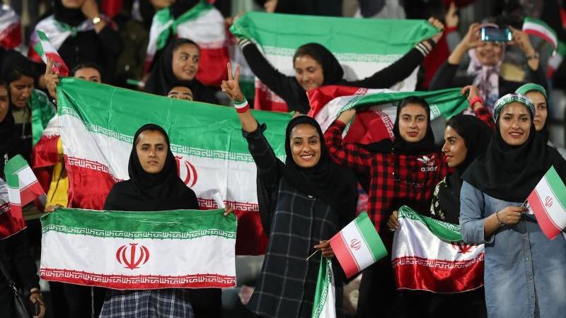 Auserwählte Frauen durften im Iran ins Stadion