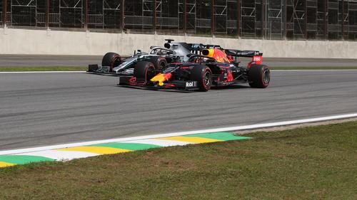 Lewis Hamilton wurde am Sonntag gleich zweimal von Max Verstappen überholt