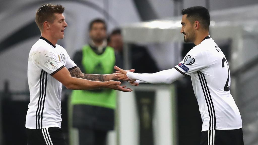 Toni Kroos (l.) und Ilkay Gündogan konkurrieren um den Platz neben Joshua Kimmich