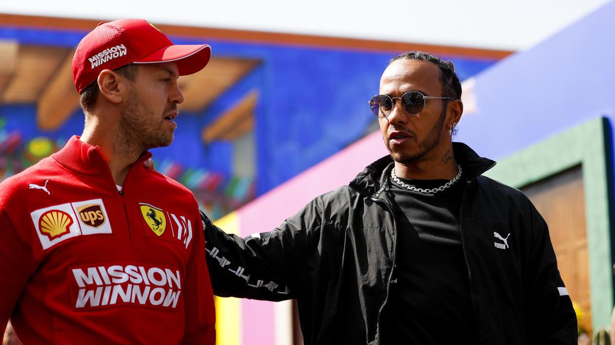 Lewis Hamilton (r.) könnte in dieser Saison Michael Schumachers Rekorde knacken