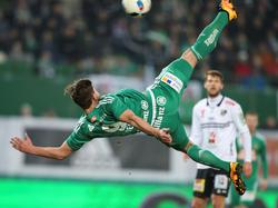 Espectacular remate de Matej Jelić que acabó en gol del Rapid ante el WAC. (Foto: GEPA)