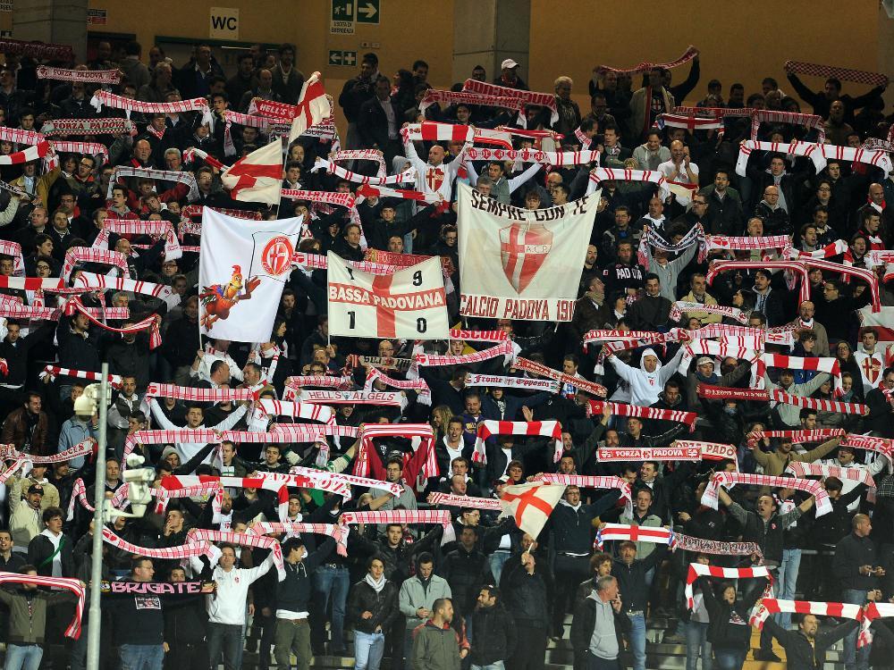 Padua-Fans protestieren gegen die eigene Mannschaft