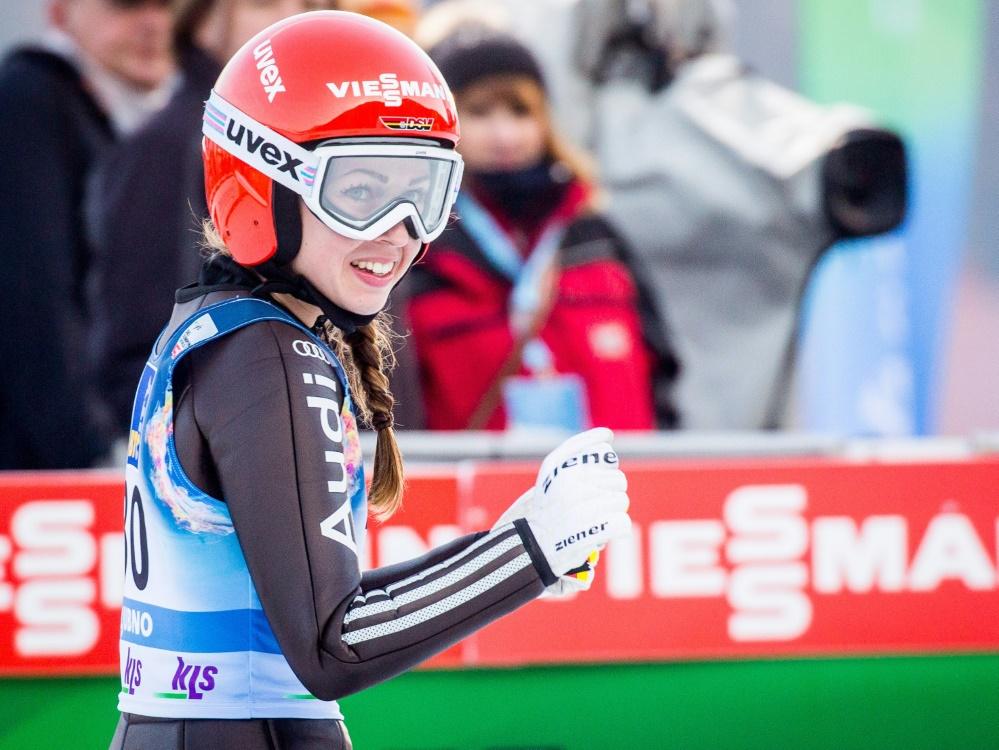 Juliane Seyfarth springt in Hinzenbach auf Rang zwei