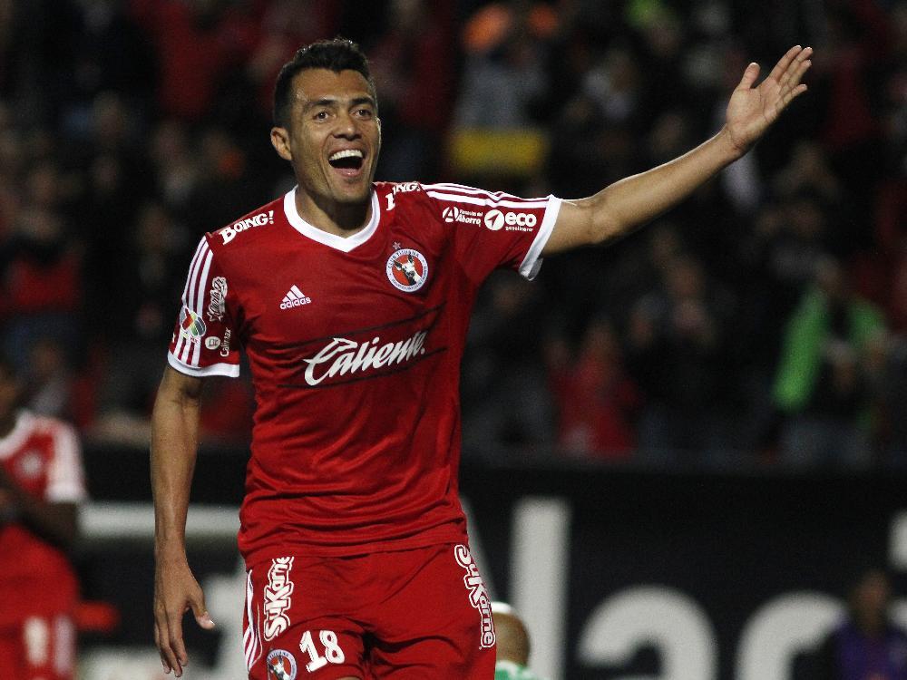 Juan Arango beißt Gegenspieler bei Fußballspiel