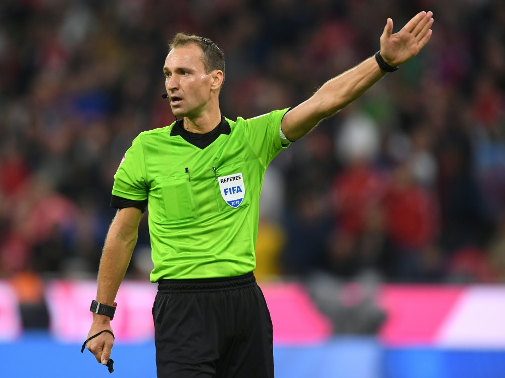 Bastian Dankert kommt bei der Frauen-WM zum Einsatz