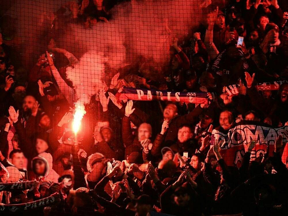 Paris-Fans brannten in Manchester Pyrotechnik ab