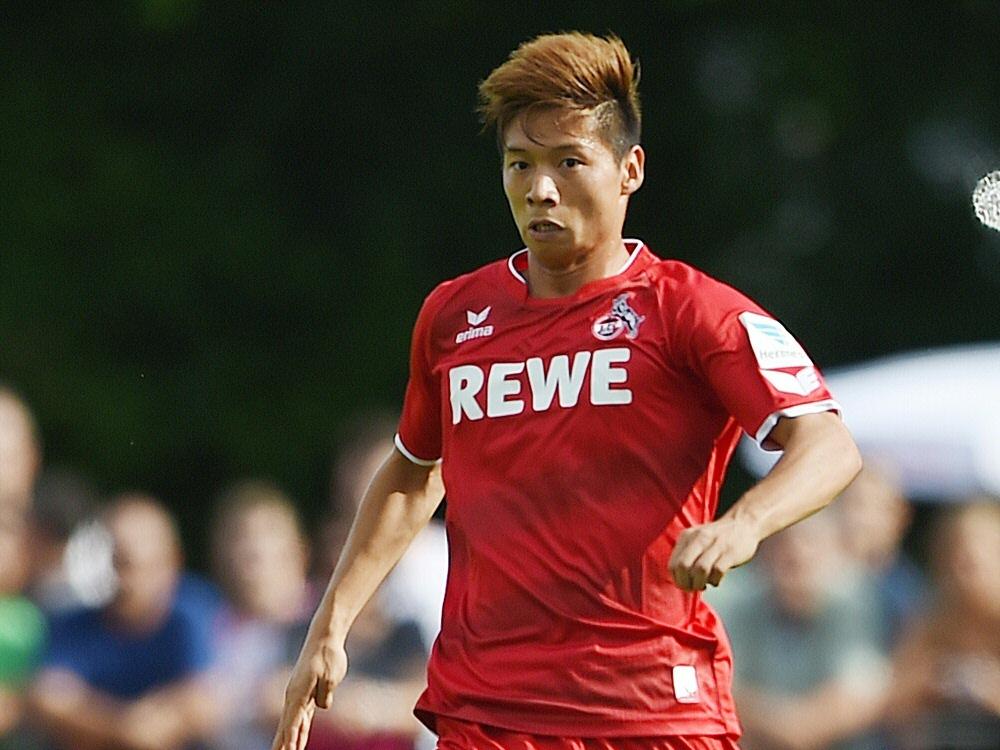 Kazuki Nagasawa (r.) trifft für die Kölner