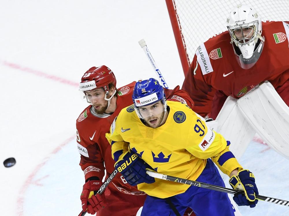 Ustinenko (l,) wird neben sechs anderen Spielern gesperrt