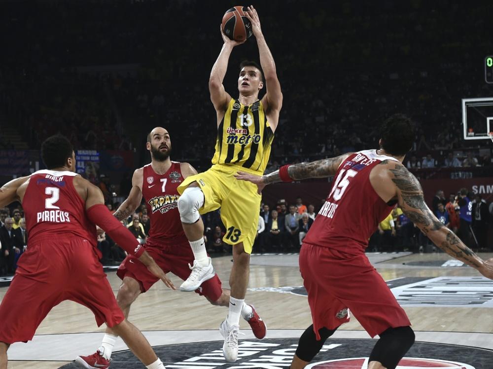 Von Istanbul nach Sacramento: Bogdan Bogdanović (2.v.r.)