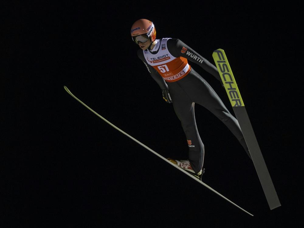 Karl Geiger fliegt in der Quali 133 Meter weit