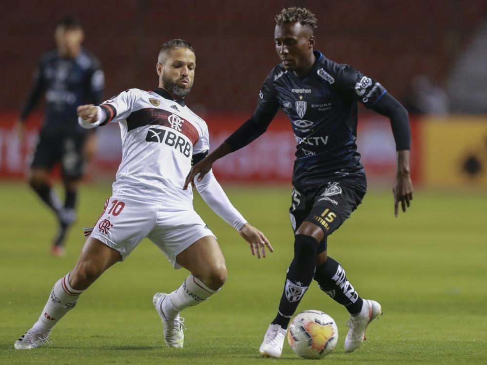 Diego (l.) gehört zu den Infizierten bei CR Flamengo