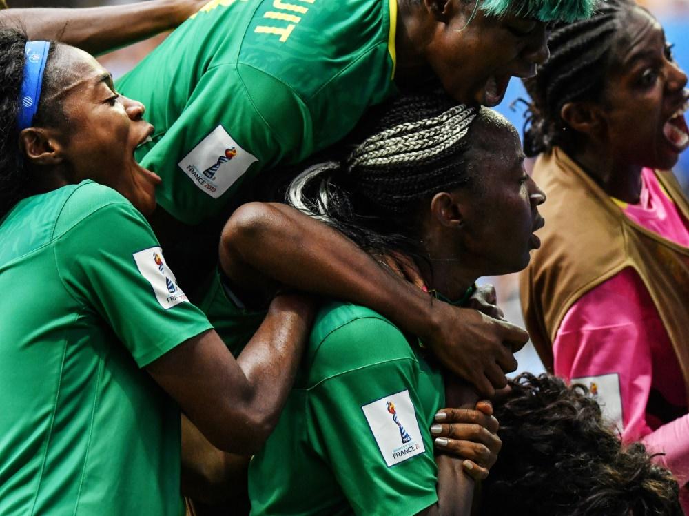 Kamerun jubelt über das Achtelfinale bei der Frauen-WM